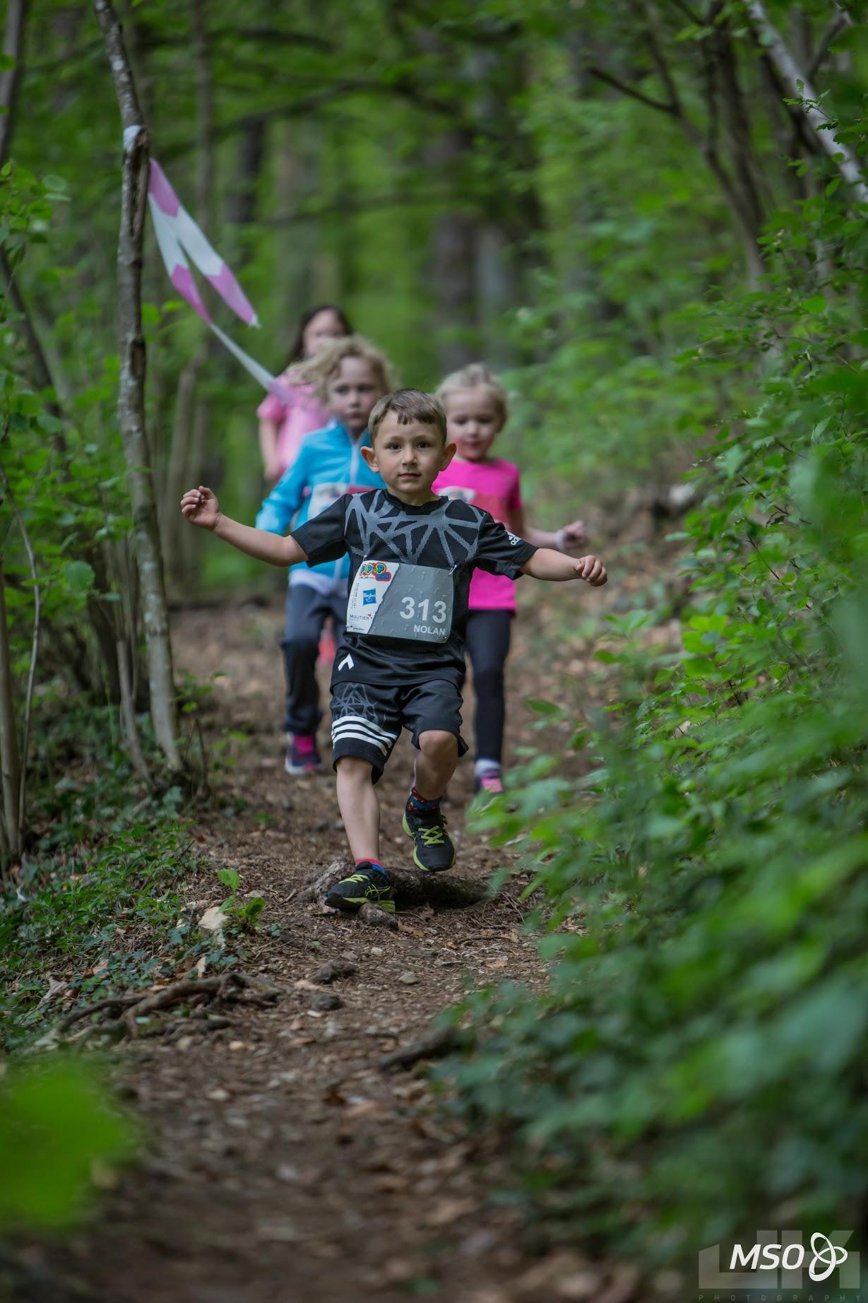 photo enfants qui courent